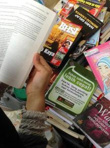 由於公共圖書館沒有顧及他們的需要,印尼朋友只好建立自己的圖書館,頗有庶民的智慧。